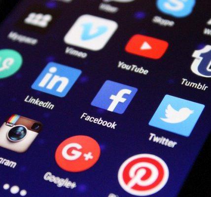 prowadzenie social media